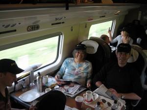 Människor på tåg (Foto: Simon Pielow)